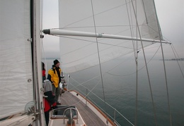 Lots of rigging, but the pole remains independent of the sail
