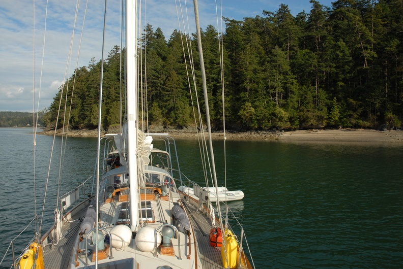A lovely overnight anchorage on Hope Island waiting for early morning slack at Deception Pass.JPG
